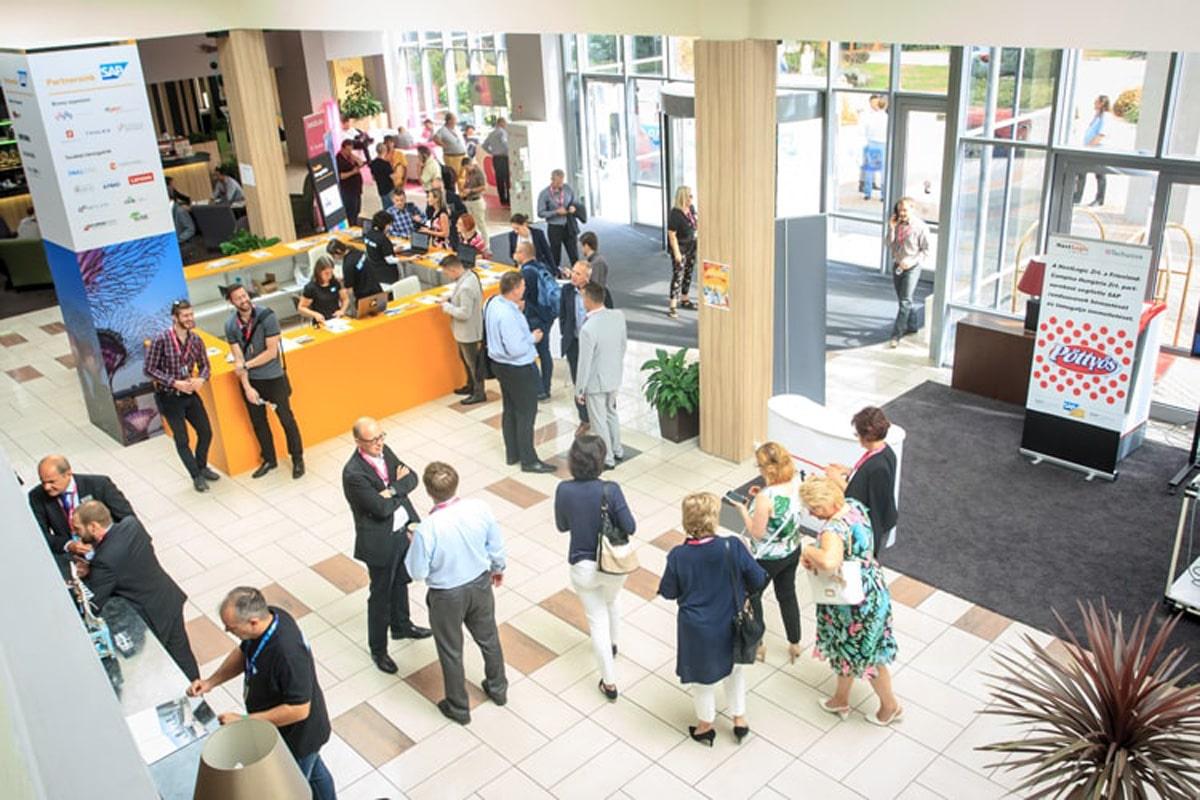 konferencia, rendezvényszervezés, kivitelezés, dekoráció, hostess közvetítés